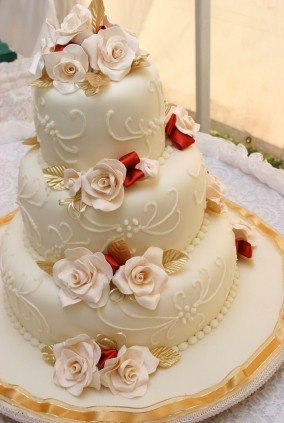 Stacked Wedding Cakes Course